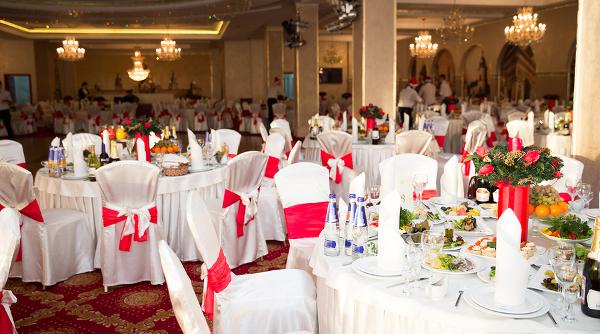 bigstock-Banquet-Hall-56121296-600